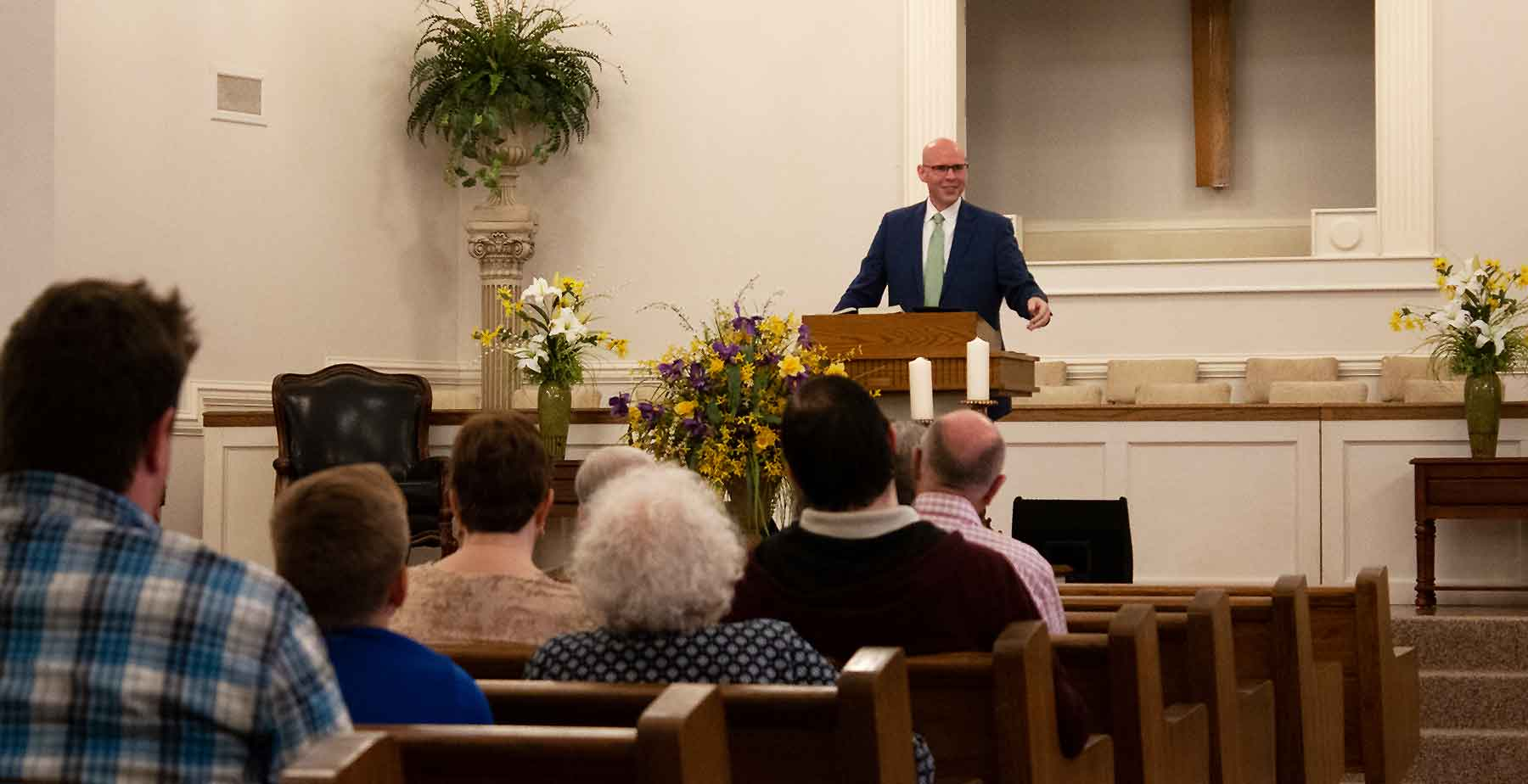 A photo of Ken Beaver preaching at Cathedral Baptist in Jonesboro